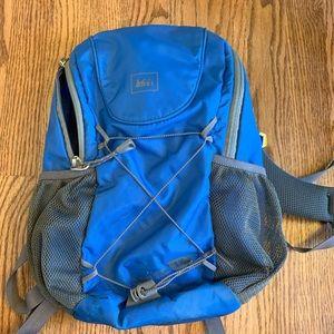 REI Sprig 12 kids hiking backpack w/ water bladder